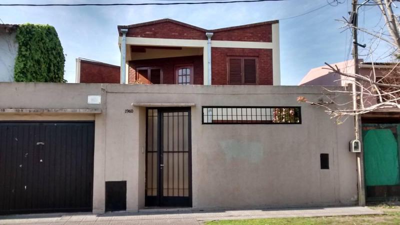 Foto Casa en Venta en  Los Hornos,  La Plata  56 n 1960 e/134 y 135