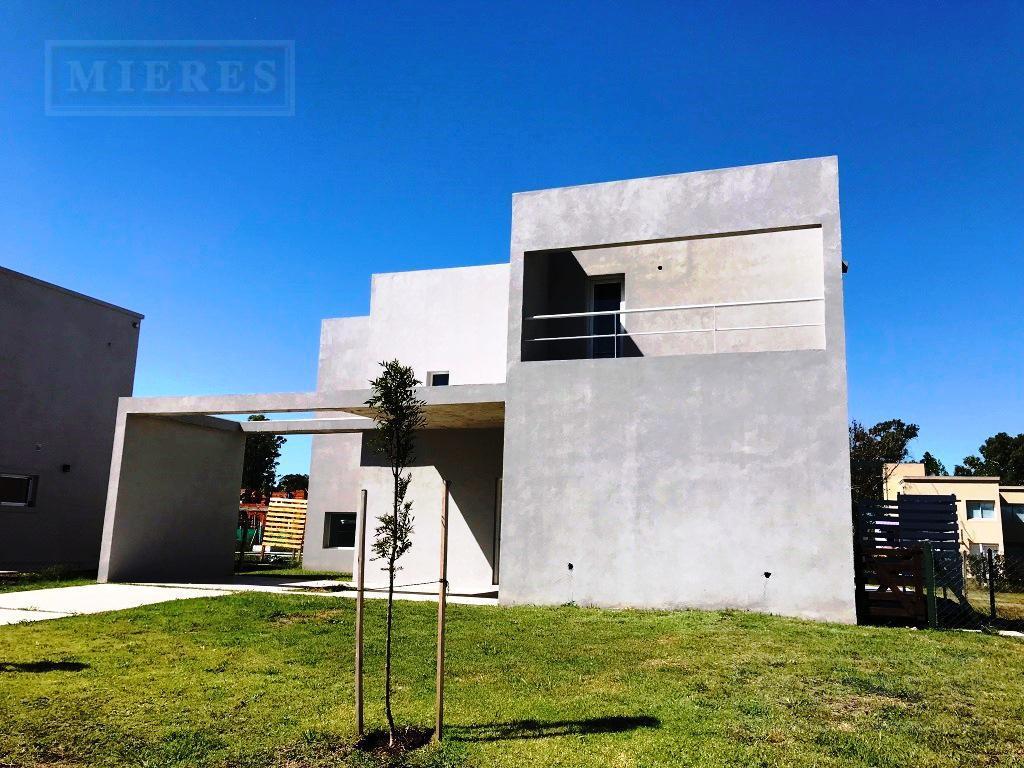 Casa de 209 mts cub  en Pilar del Este Santa Guadalupe