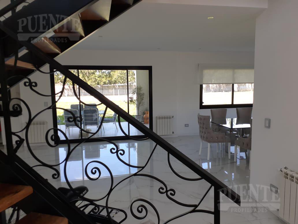 Foto Casa en Alquiler temporario en  Terralagos,  Countries/B.Cerrado (Ezeiza)  Temporal Terralagos