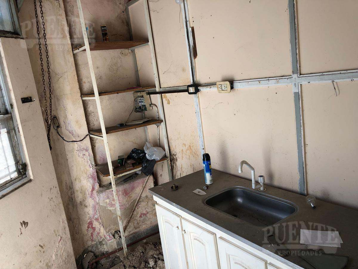 Foto Local en Alquiler en  Temperley Oeste,  Temperley  San Carlos al 601 Loc.1 equina