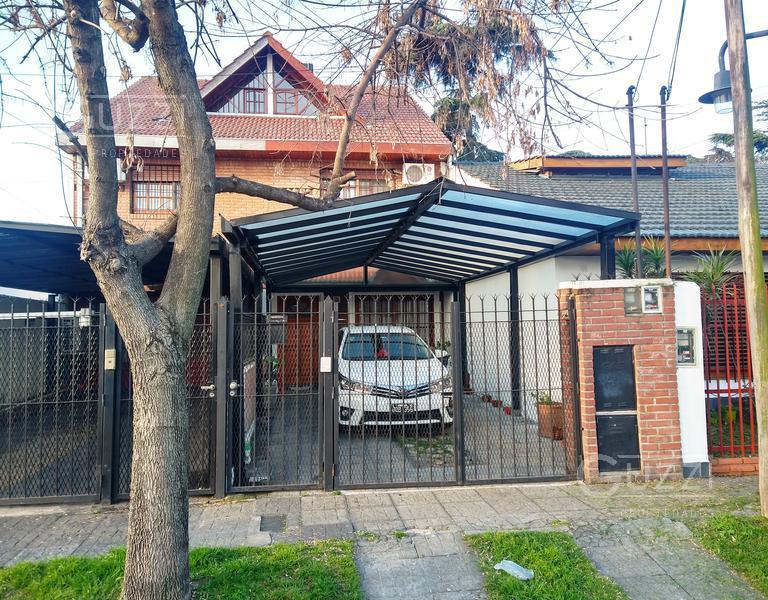 Foto Casa en Venta en  Villa Adelina,  San Isidro  Rioja al 900
