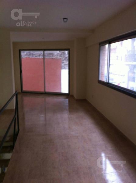 Foto Local en Alquiler en  San Telmo ,  Capital Federal  Tacuari al 400, entre Av. Belgrano y Venezuela