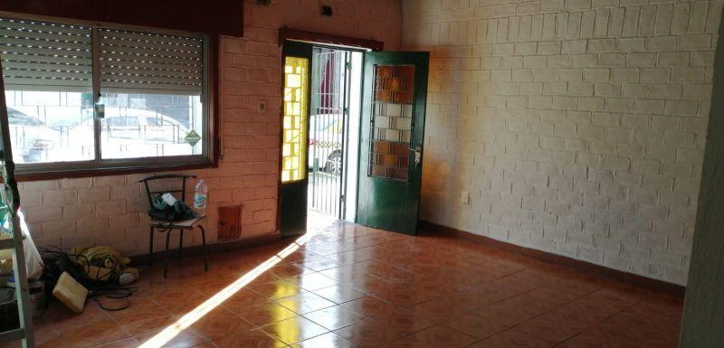Foto Casa en Alquiler en  La Comercial ,  Montevideo  Inca 2100
