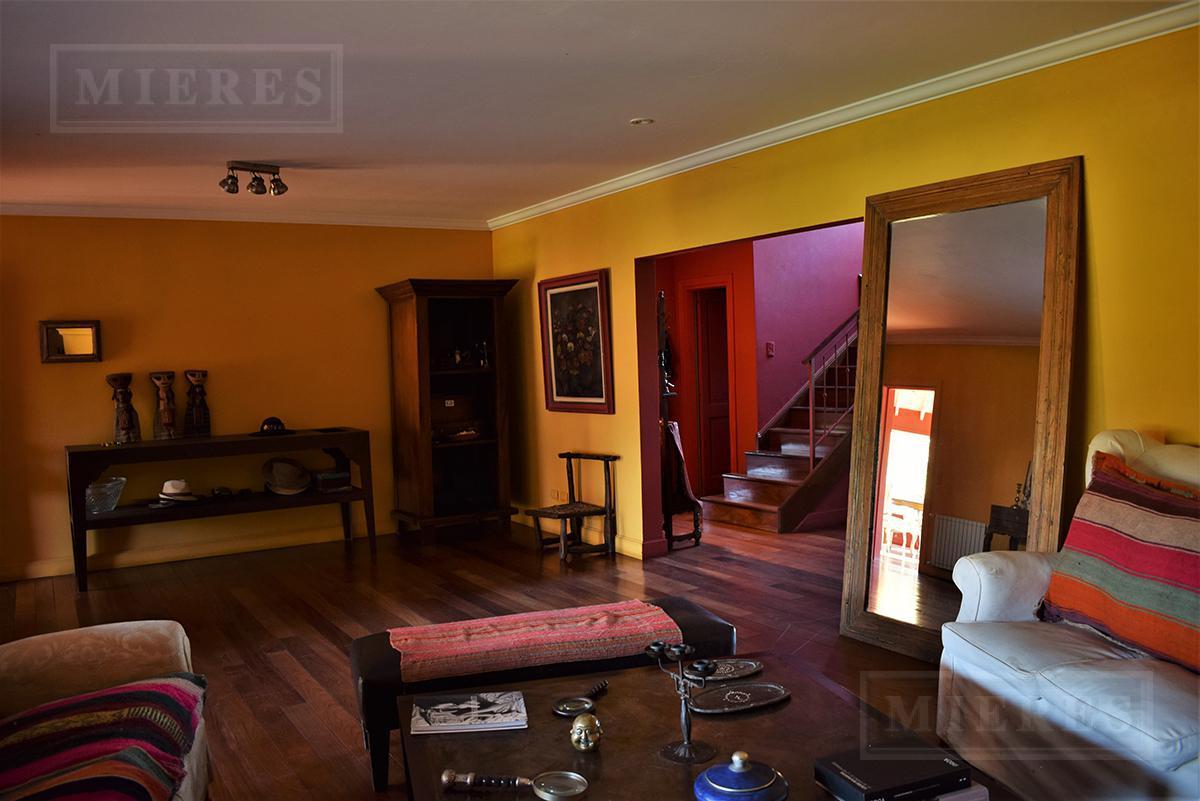 Casa de 355 mts. en Ayres de Pilar