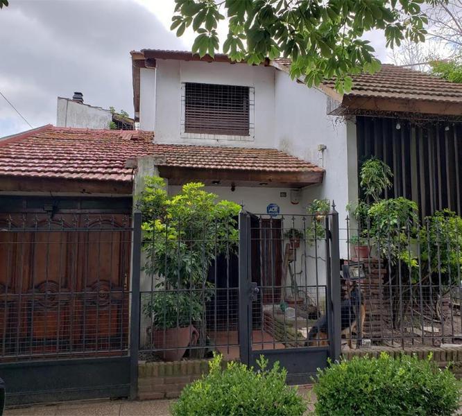 Foto Casa en Venta |  en  Ramos Mejia,  La Matanza  Emilio Mitre 890