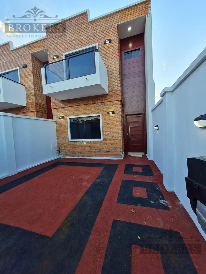 Foto Casa en Venta en  4to. Barrio,  Luque  Oferta DUPLEX Luque Palma Loma