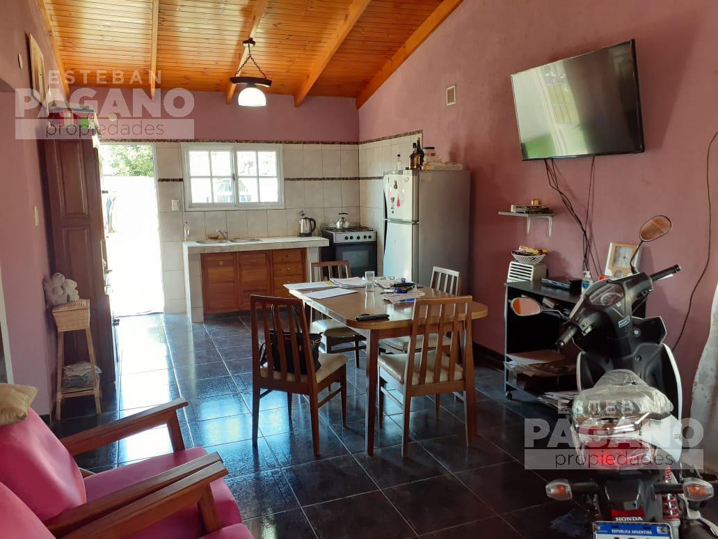 Foto Casa en Venta en  City Bell,  La Plata  471  9 y 10   N°1438
