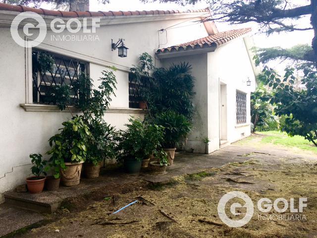 Foto Casa en Venta en  Malvín ,  Montevideo  Casa esquina , potencial terreno