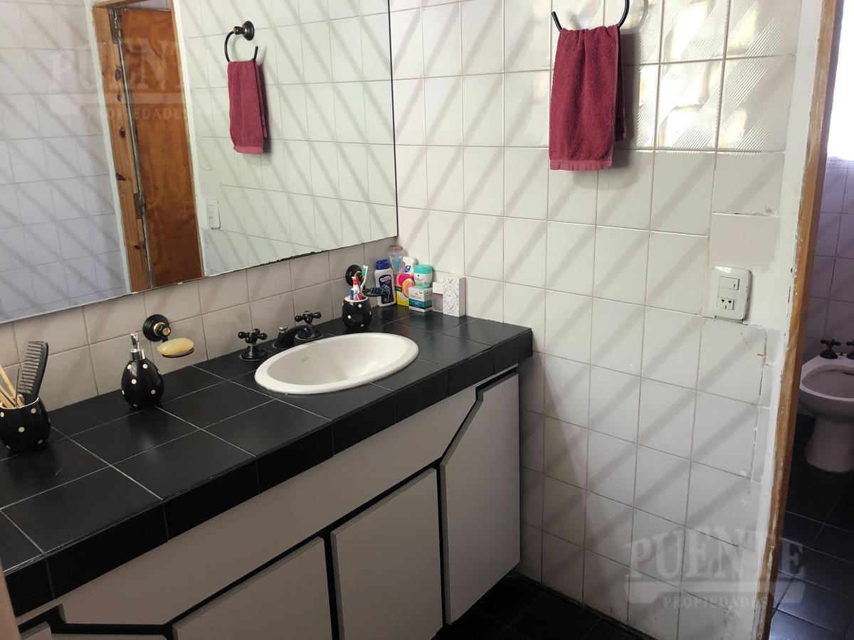 Foto Casa en Venta en  Lomas de Zamora Oeste,  Lomas De Zamora  Fray Luis Beltran 573