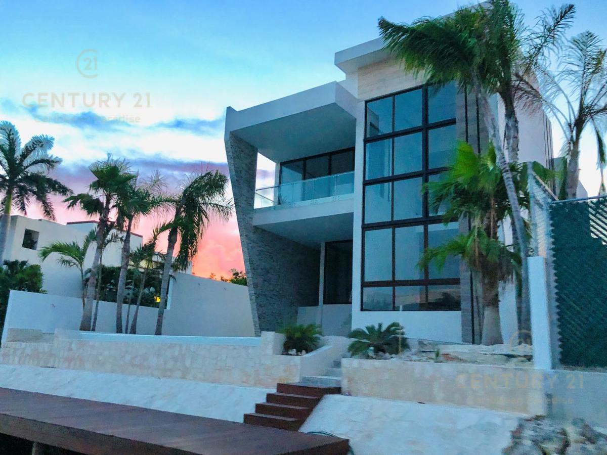 Puerto Cancún Casa for Venta scene image 2