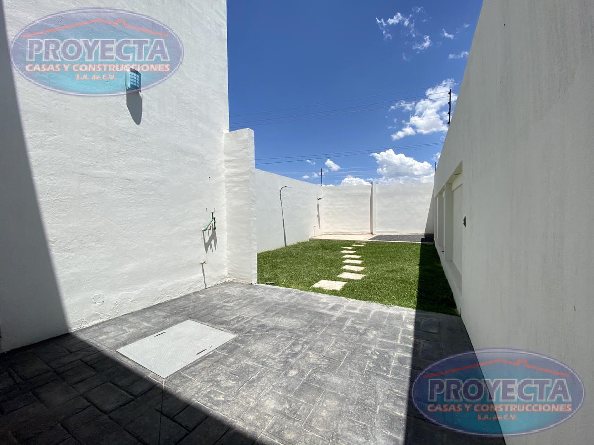 Foto Casa en Venta en  Fraccionamiento Nuevo Durango,  Durango  CASA CON TERRENO MUY AMPLIO EN FRAC PRIVADO CERCA COLEGIO REX