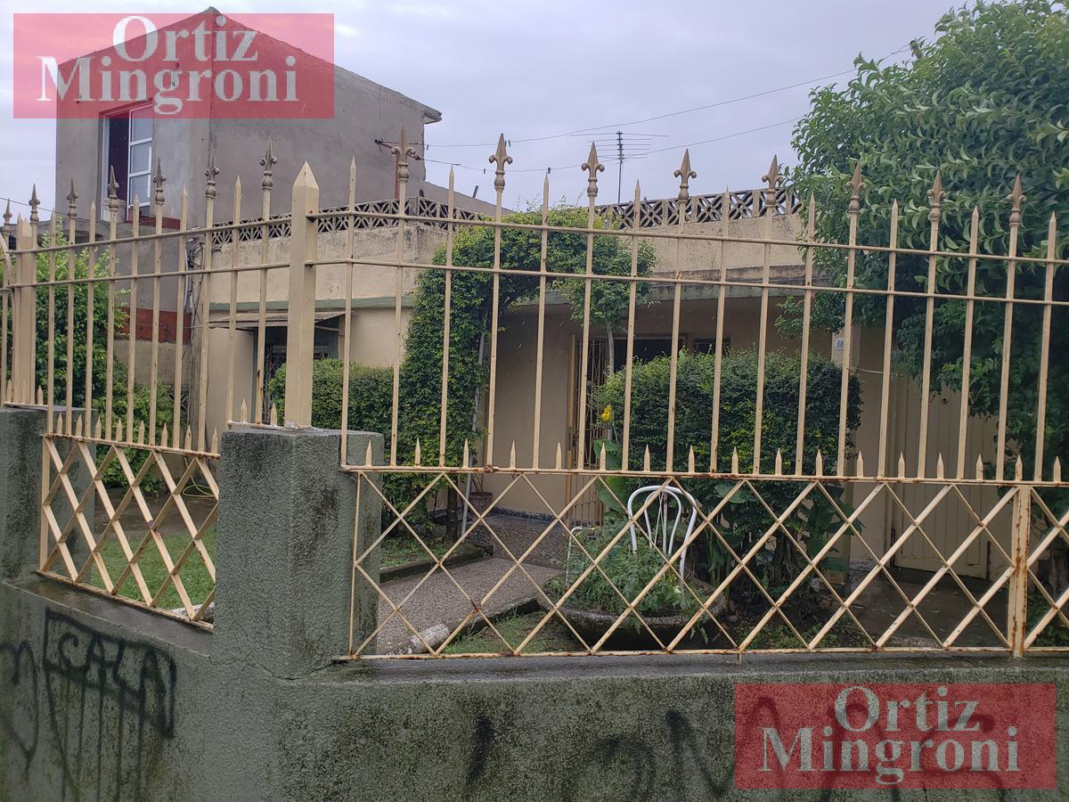 Foto Casa en Alquiler en  Lomas de Zamora Oeste,  Lomas De Zamora  Iparraguirre al al 600