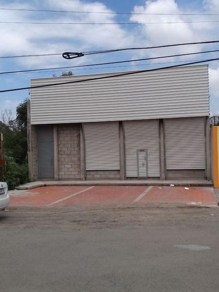 Local Comercial en Lagos de Moreno con Sótano y Estacionamiento