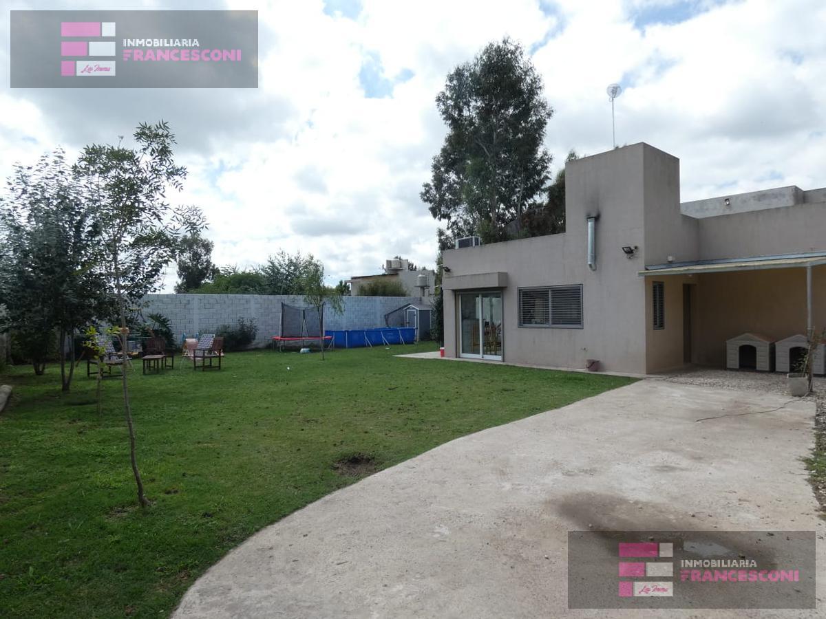 Foto Casa en Venta en  Villa Elisa,  La Plata  141 e/ 441 y 442