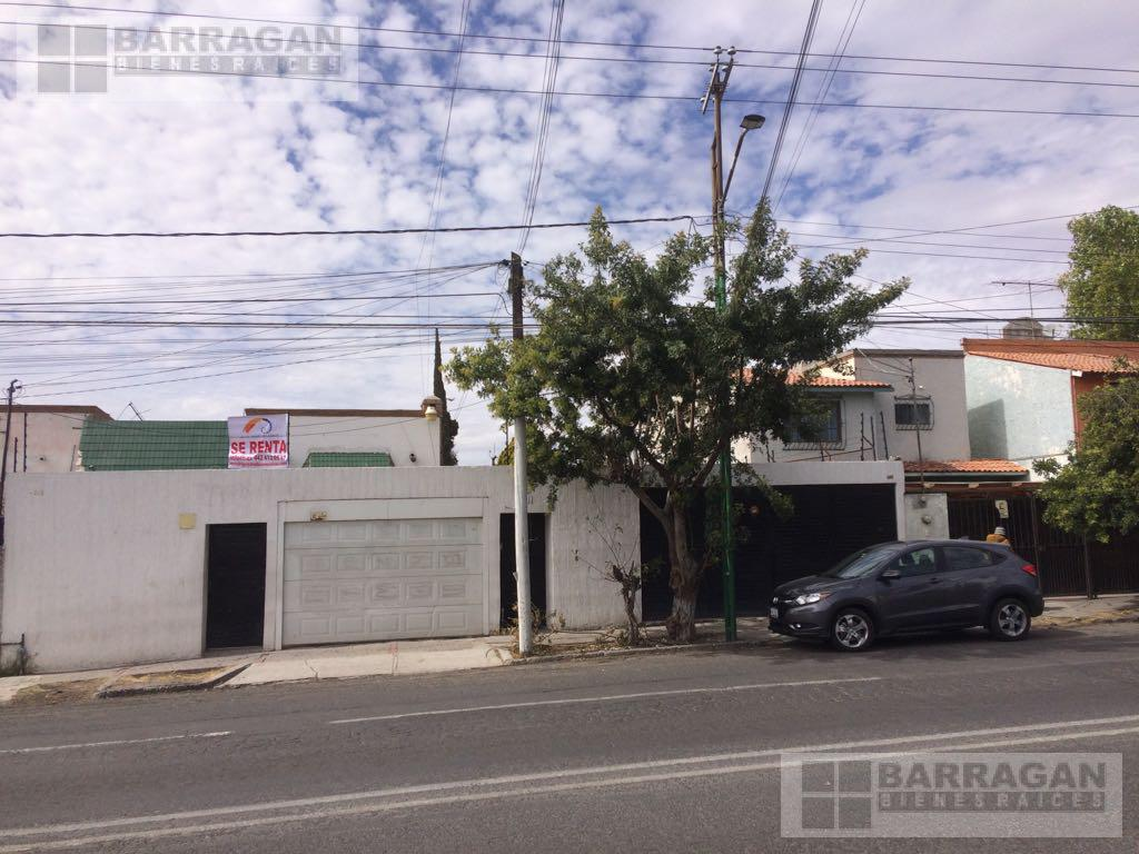 Foto Casa en Renta en  Arboledas,  Querétaro   Casa en renta sobre Prolongación Corregidora norte, Villas del Parque , Querétaro