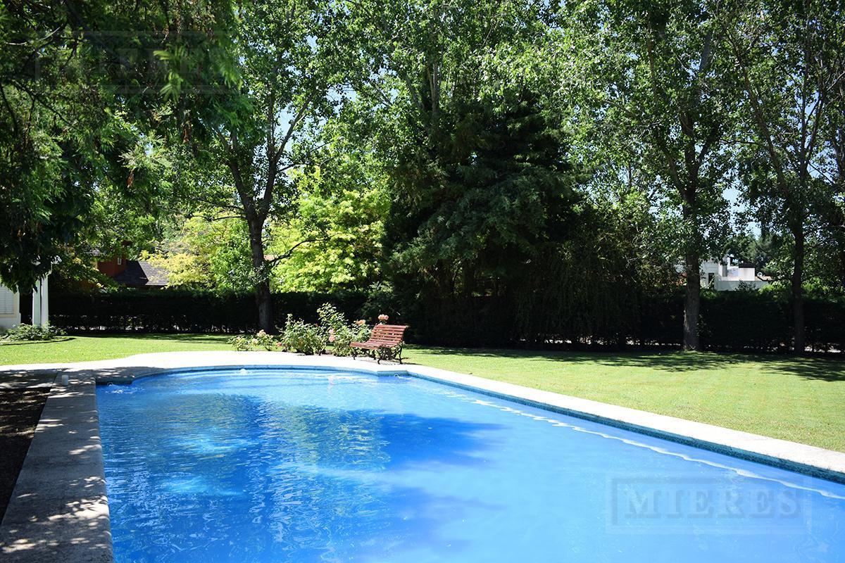 MIERES Propiedades- Casa de 386 mts en barrio cerrado Villa Rosa