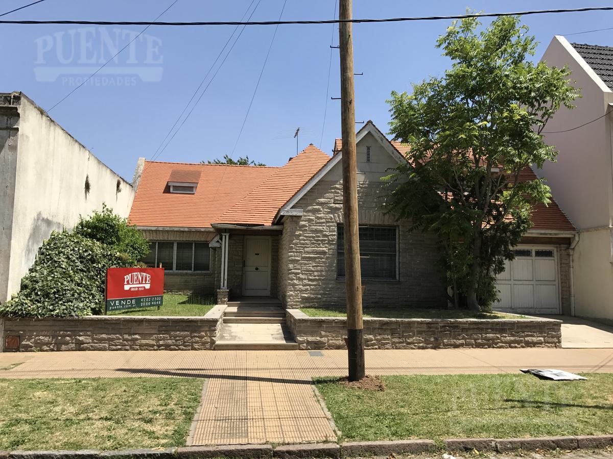 Foto Casa en Venta en  Banfield Oeste,  Banfield  Monteagudo 270/272