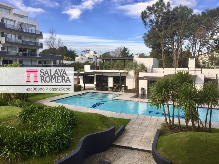 Foto Departamento en Alquiler temporario en  Playa Mansa,  Punta del Este  Alquiler departamento en Playa Mansa, 1 dormitorio, frente al mar