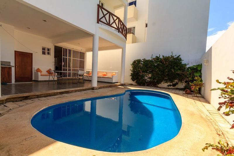 Foto Casa en Renta en  Playa del Carmen,  Solidaridad      Se renta  Propiedad : 2 departamentos, 5 rec, alberca a 2 cuadras de Coco Beach Centro Playa del Carmen P2919