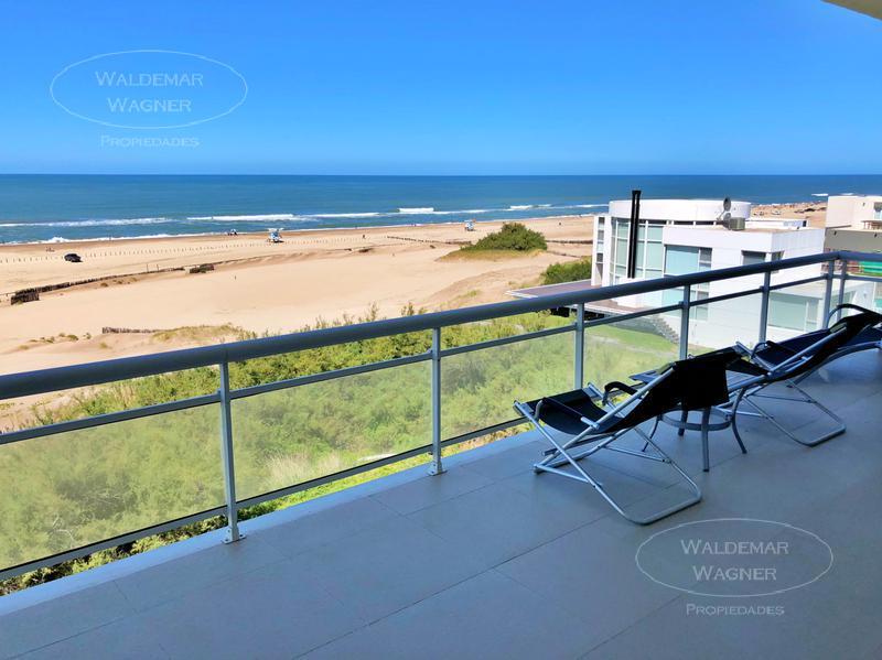 Foto Casa en Venta | Alquiler temporario en  Carilo ,  Costa Atlantica  Nogal 0
