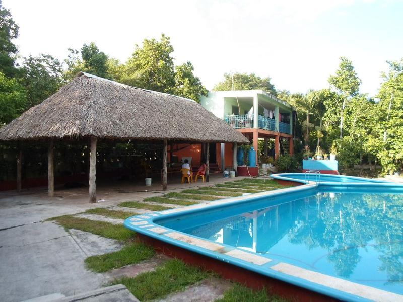 Foto Terreno en Venta en  ABC,  Cancún  Se Vende Terreno en Cancún de 8,400 m2 en Bosques del Caribe