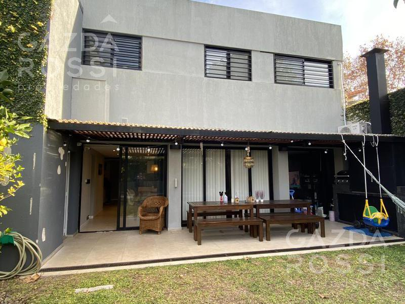 Foto Casa en Venta en  Adrogue,  Almirante Brown  ROCA al 300