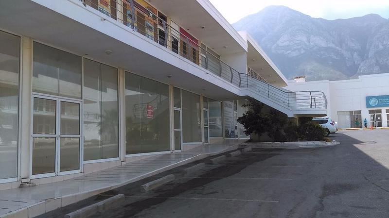 Foto Local en Renta en  Luis Echeverría Alvarez,  Santa Catarina  Renta de Local en Plaza Comercial Santa Catarina