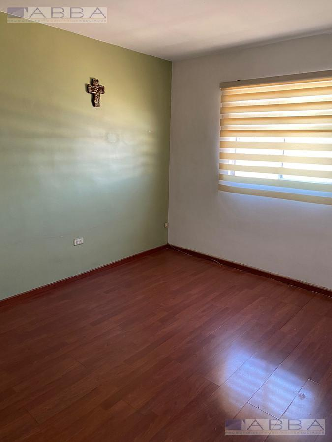 Foto Casa en Venta en  Chihuahua ,  Chihuahua  Casa venta en Fracc Privado  Los Encinos ,  Frente a parque