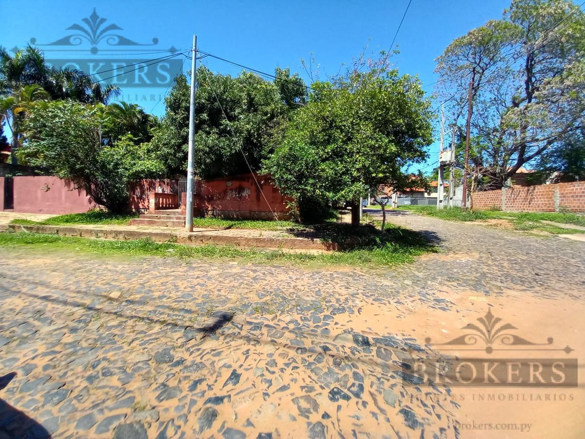 Foto Terreno en Venta en  Madame Lynch,  Santisima Trinidad  Vendo Terreno Con Casa a Demoler En Barrio Madame Lynch