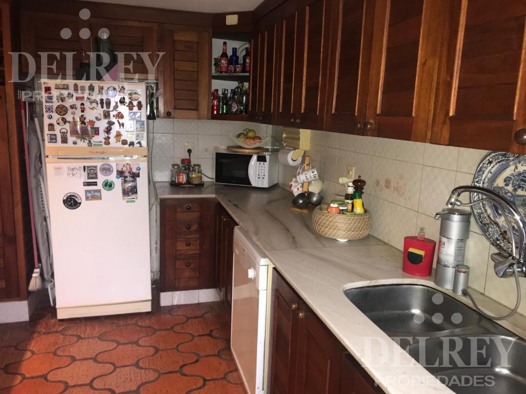 Foto Casa en Venta en  Carrasco ,  Montevideo  Mones Roses y Bolonia próximo