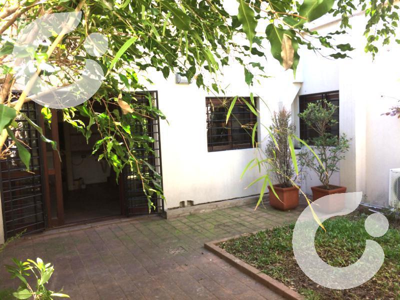 Foto Casa en Venta en  Pocitos ,  Montevideo  HERMOSA CASA venta POCITOS, con patio