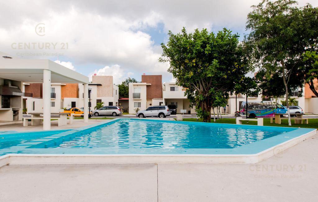 Foto Casa en Renta en  Playa del Carmen ,  Quintana Roo  Se renta hermosa Casa amueblada  3 rec Seguridad Alberca Playa Del Carmen P3087