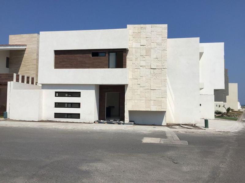 Foto Casa en Venta en  Fraccionamiento Lomas del Sol,  Alvarado  CASA EN VENTA EN FRACC. LOMAS DEL SOL