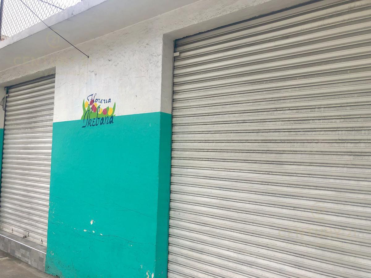Foto Local en Venta en  Santa María Totoltepec,  Toluca          Local y Terreno en venta en Paseo Tollocan a media cuadra de Fracc. Ahuehuetes con Estacionamiento