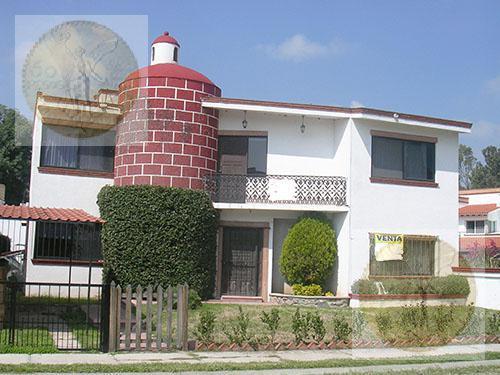 Foto Casa en Venta |  en  Fraccionamiento Club de Golf Tequisquiapan,  Tequisquiapan  Espaciosa casa en Club de golf
