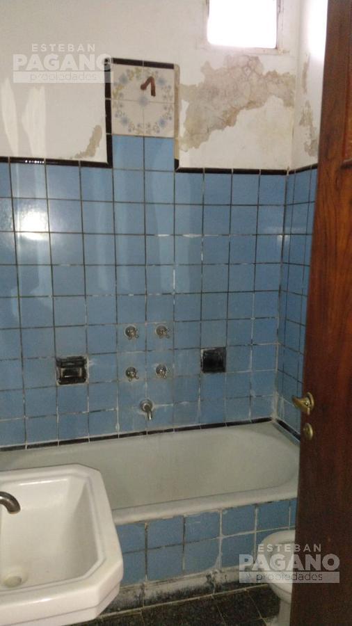 Foto Casa en Venta en  La Plata ,  G.B.A. Zona Sur      34 E 16 Y 17 N° 1059