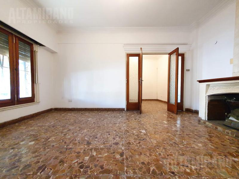 Foto Casa en Venta en  Villa Ballester,  General San Martin  Martin Lange esquina Industria