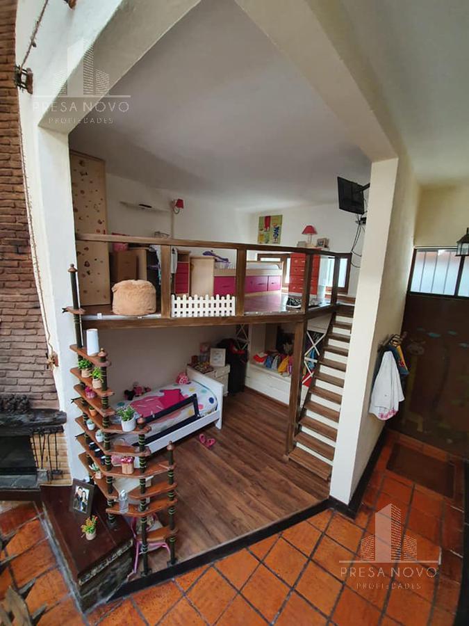 Foto Casa en Venta en  La Comercial ,  Montevideo  El colorado