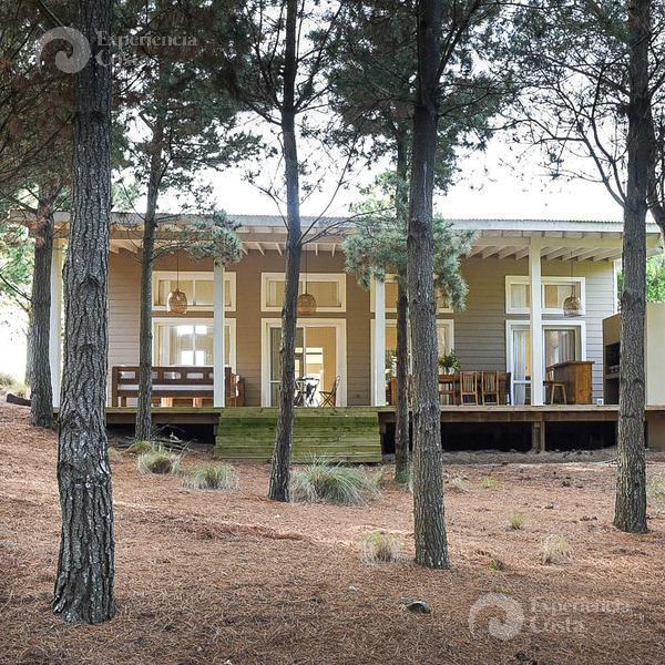 Foto Casa en Alquiler | Alquiler temporario en  Barrio Costa Esmeralda,  Pinamar  Golf I - Lote al 200