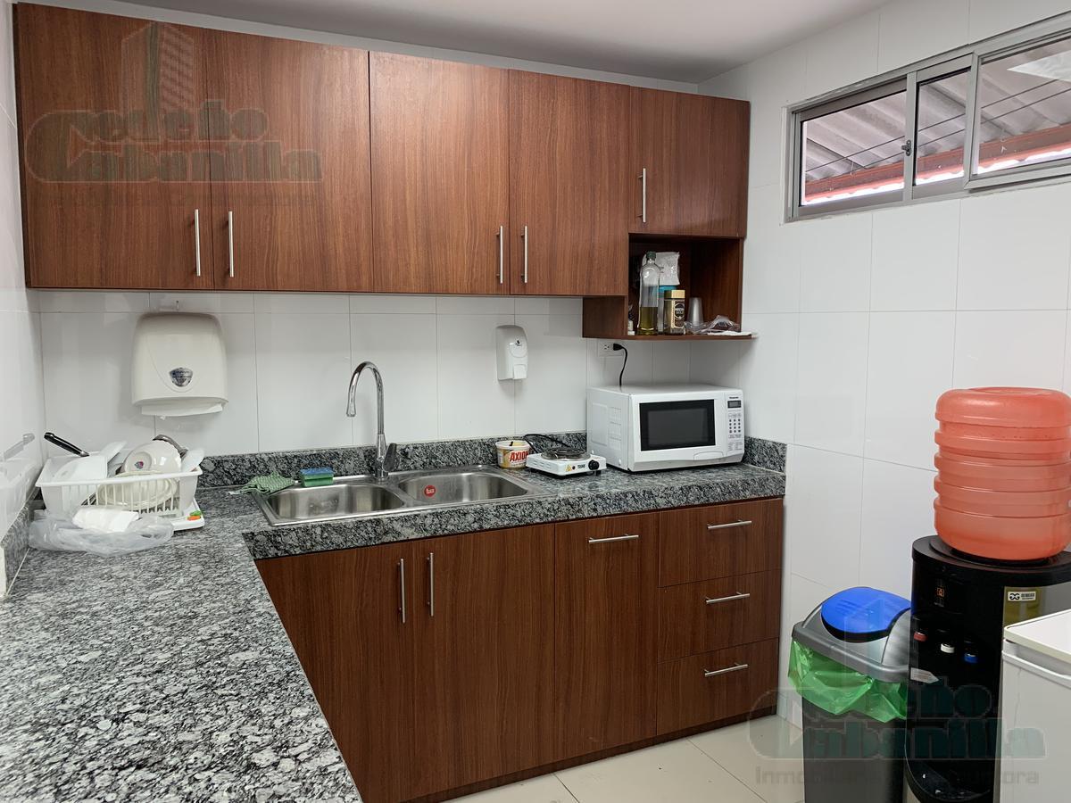 Foto Bodega en Venta en  Norte de Guayaquil,  Guayaquil  VENTA DE BODEGA CON AMPLIAS OFICINAS  VIA DAULE