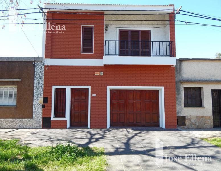Foto Casa en Venta en  Saladillo,  Rosario  Castro Barros al 5600