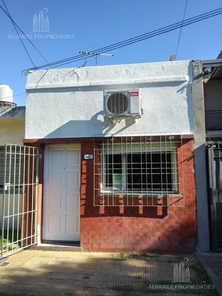 Foto PH en Alquiler en  Ituzaingó ,  G.B.A. Zona Oeste  Lavalleja al 300