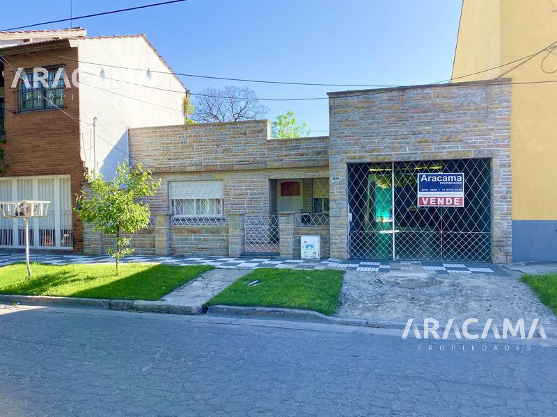 Foto Casa en Venta en  Monte Grande,  Esteban Echeverria  Vicente Lopez al 1200