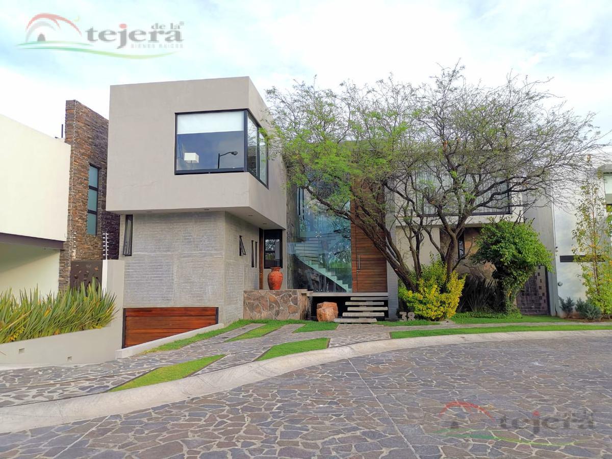 Foto Casa en Venta en  León ,  Guanajuato  Preciosa casa en venta diseño único