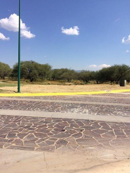 Foto Terreno en Venta en  León ,  Guanajuato  Terreno plano excelente ubicación en Bosque Azul (CONTADO)