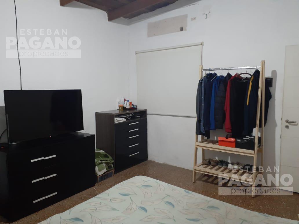 Foto PH en Venta en  Villa Elvira,  La Plata  8  82 y 83
