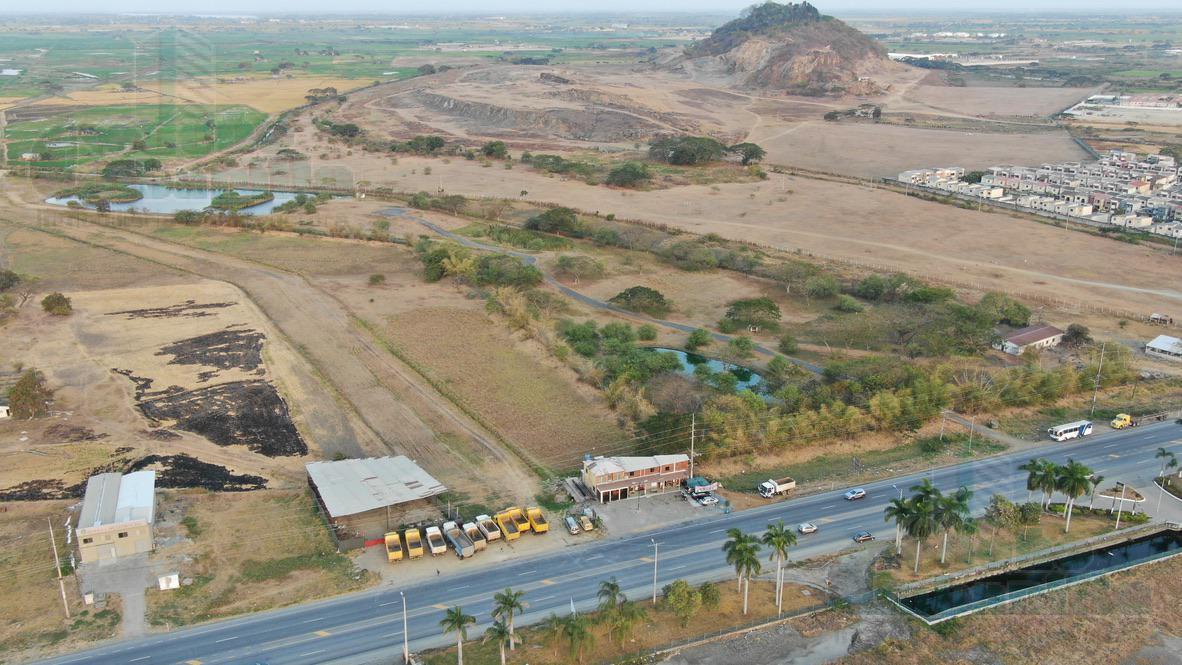 Foto Terreno en Venta en  Sur de Daule,  Daule  VENTA DE TERRENO SOBRE VIA SALITRE  CREDITO DIRECTO