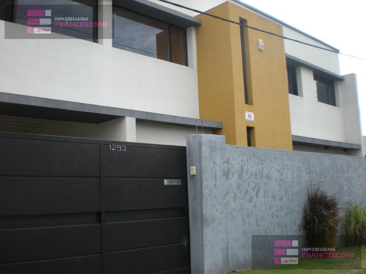 Foto Casa en Venta en  La Plata ,  G.B.A. Zona Sur  136 58 y 59