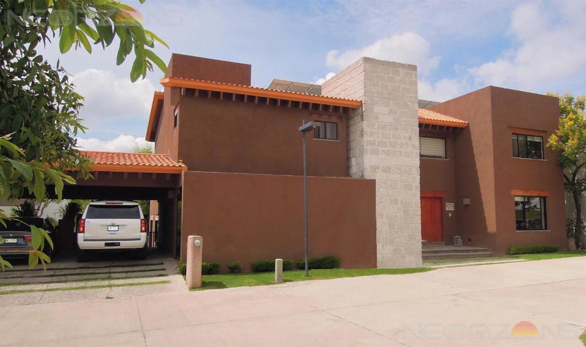 Foto Casa en Venta en  Villantigua,  San Luis Potosí  Amplia y Elegante Casa Residencial con Alberca en Venta Fracc Villantigua