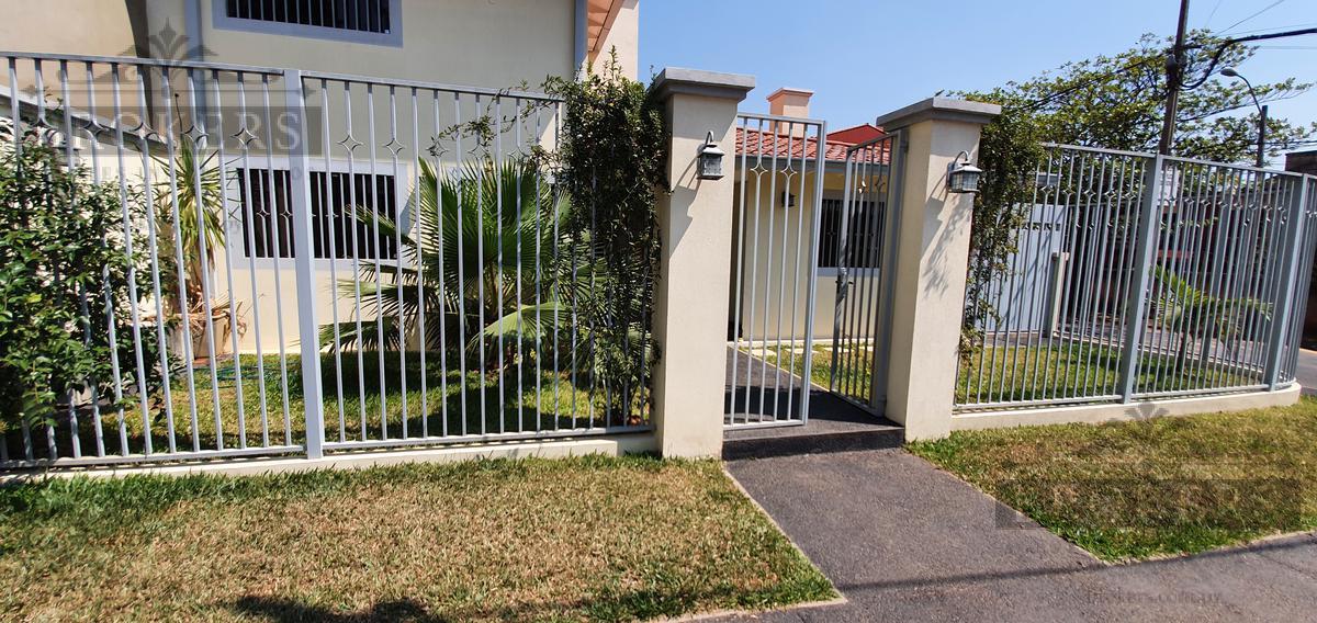 Foto Casa en Alquiler en  Herrera,  La Recoleta  Alquilo Casa De 4 Dormitorios Con Piscina En Barrio Herrera